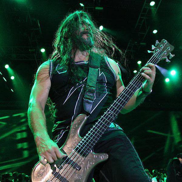 https://twitter.com/Metallica/status/605873872118767616